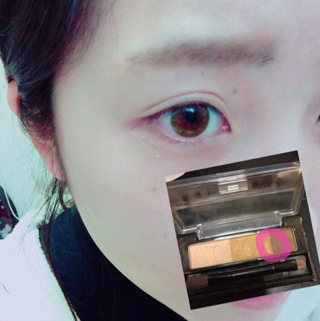 眉は暗い色を多めにのせます!