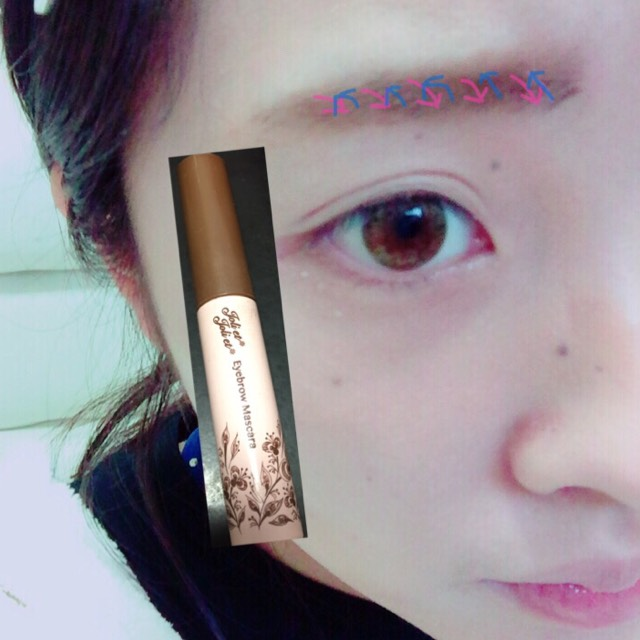 眉マスカラは暗めの色です!