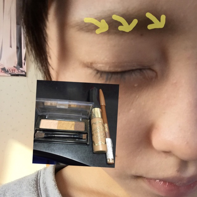アイブロウの濃い色で眉を描き、眉尻だけペンシルでかきます! 最後に眉マスカラを写真のようにぬります!