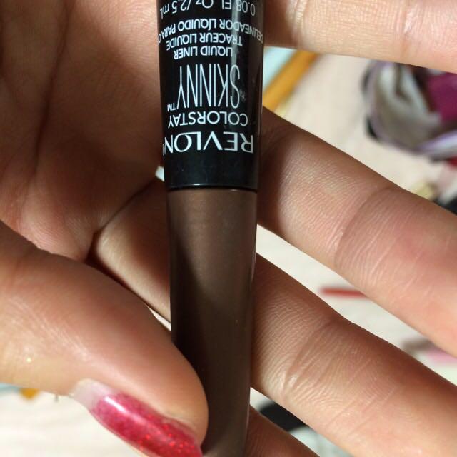 最後に目尻だけにレブロンの筆タイプなんかな?それを跳ね気味に塗ります! 今日はピンクのカラコンが主役なのでノーシャドウです。