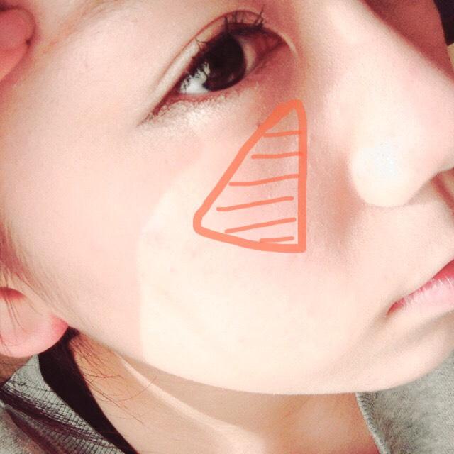 チークはオレンジ系のを三角に入れる!!