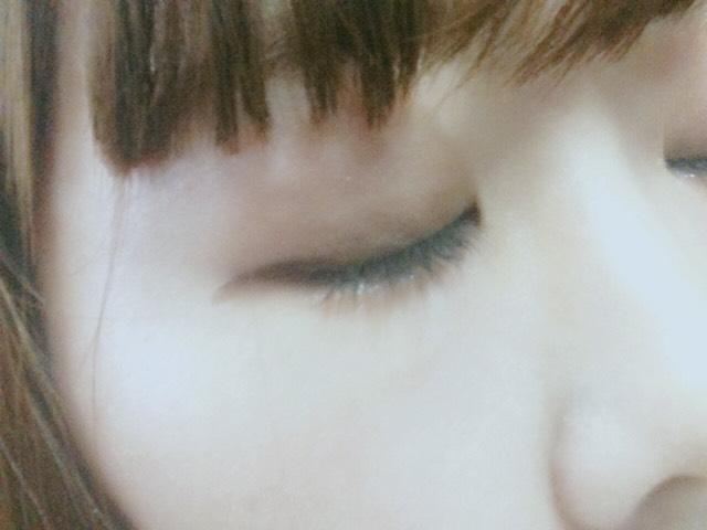 目をつむるとこんな感じです(*^^*)