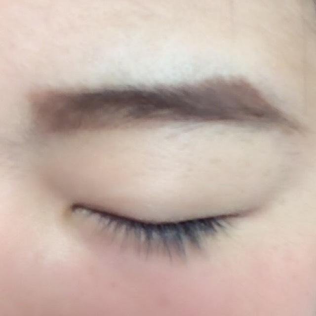 アイブロウパウダーで眉毛全体をぼかしながら塗ります!!