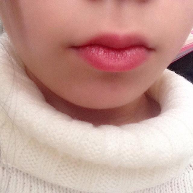 リップでベースを作ってからピンク系の口紅を塗ります!