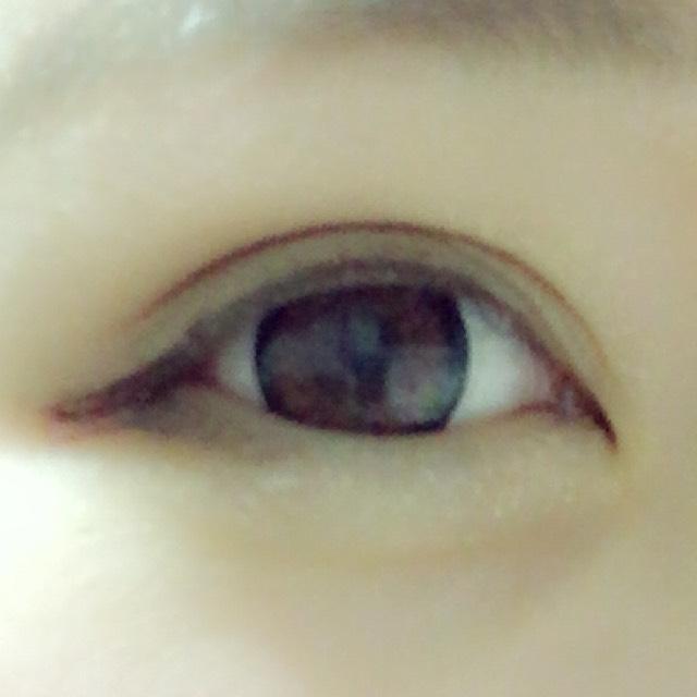 目尻の三角と 涙袋が特徴