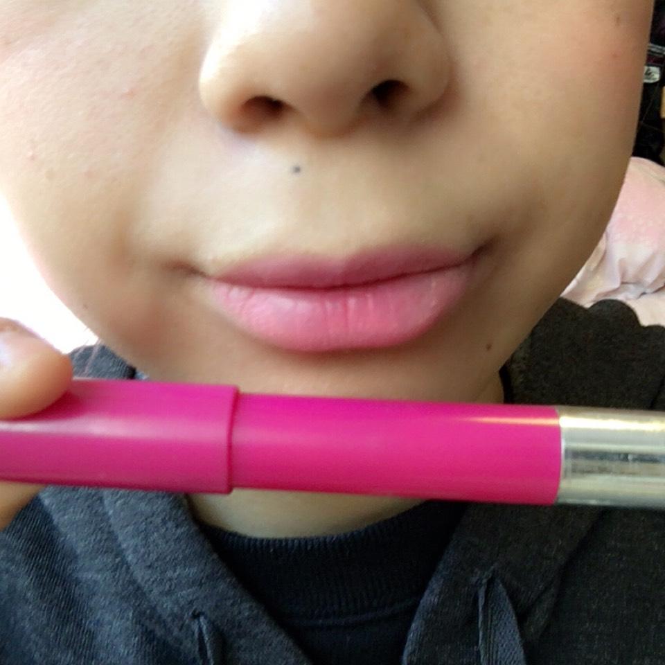 レブロン20番を塗ると ベビーピンクになります