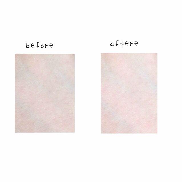 保湿した後 bbクリームを塗ります。黄味の強い肌の人は、ピンク系の下地をお勧めします  クマやニキビ跡をコンシーラーで隠したら、 陶器肌にするために ベビーパウダーをブラシでのせます  手に塗った写真ですが 下地だけで 血色が全然違います!
