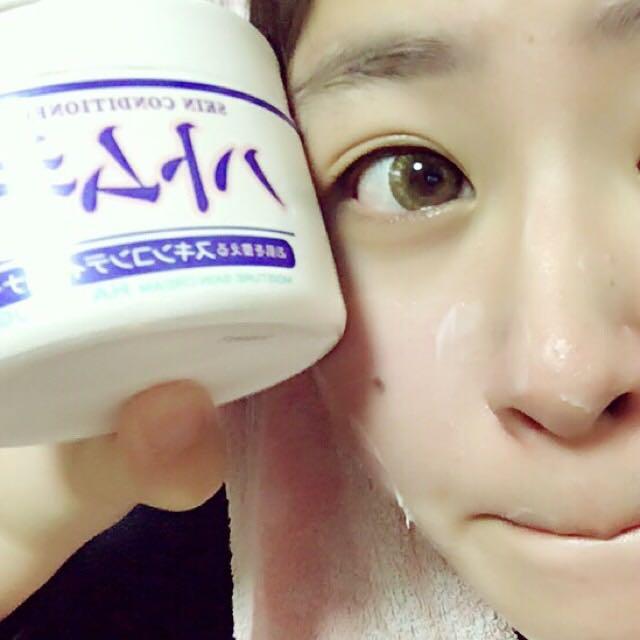 まず大切なのは、保湿!(*^-^*) きちんと、顔を洗い汚い油を洗い流してあげます!化粧水、乳液でパフパックしてあげて仕上げにクリーむ♡♡