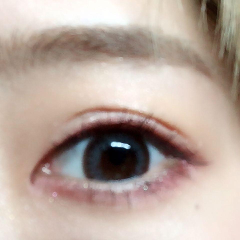 目開けるとこんな感じ 眉はイプサのアイブロウパウダーを説明通りに塗って眉マスカラ 眉マスカラは髪色に合わせてどうぞ