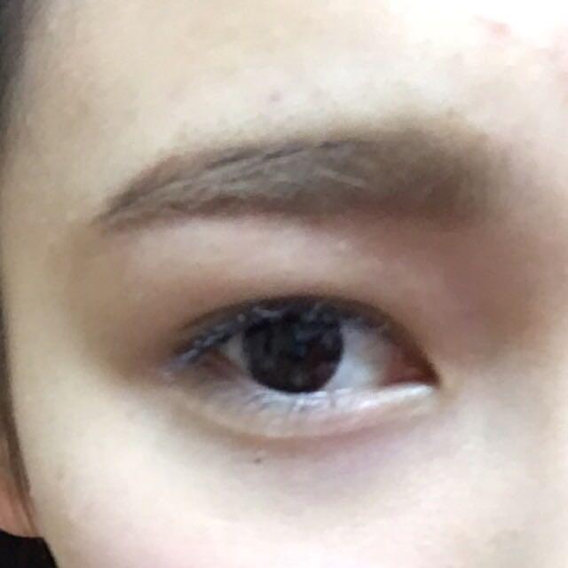 眉マスカラも入れたバージョンです! ごめんなさい、カメラ機能で加工してる写真もあります。 これはしてないです。 わたしは眉毛を染めたりしていないので同じような方で茶色くしたいって方は是非眉マスカラした方がおすすめです!