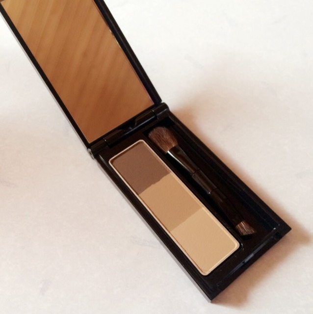 中身はこんな感じ! 大きい筆で、 1番上と2番目の 色を混ぜて 眉毛に塗ります!