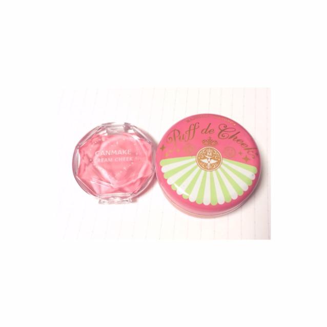 ♡チーク  目元はブラウンメインなんで、チークはピンクで可愛らしく  つかうのはこの二つ