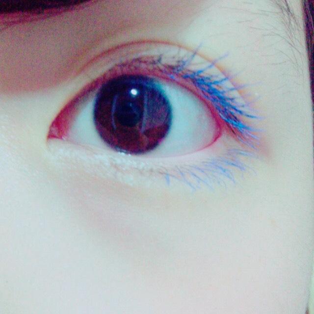 私は目尻から目の半分まで塗りました❤︎ 色の発色がとても良かったので目尻だけでも目立つと思います❤︎ したまつげにも付けるととっても可愛いと思います☁︎