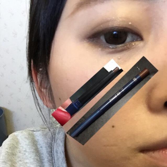 写真のタイプのアイライナー!出来れば茶色で目頭から目尻までしっかりらいんをひきます!