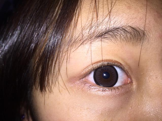 フラッシュをたいて写真を撮ると黒フチが強調されてちゅるんってした瞳になれます⁽⁽ଘ( ˊᵕˋ )ଓ⁾⁾
