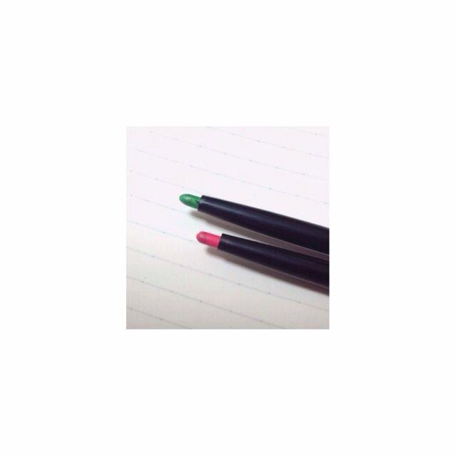 これも参考に  これはダイソーのアイシャドウペンです  ポッピングシャワーのミントと赤にそっくりな色してます!