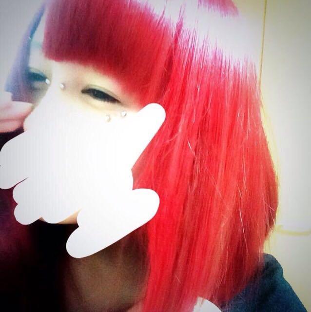 あの色落ちぐらいから いれた赤です。 ものすごいがっつり赤はいりました笑  これは結構前のやつです( ˆoˆ )/