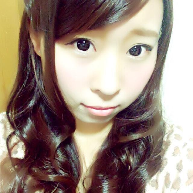 眉毛は困り顔になる感じで、たれさせてます(  ˊᵕˋ  )  チークは濃いピンクを頬の中心にのせて、そのまわりを薄いピンクでぼかす!