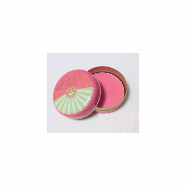 チークはピンク系で  楕円を描くようにうすーく  唇を濃くするつもりなので