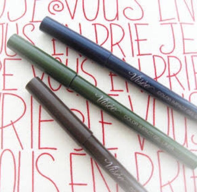 眉は一本一本描くようにパウダーでなくあえてジェルタイプのペンシルアイライナーで。 ヴィセのカラーライナー(カーキ)使用!