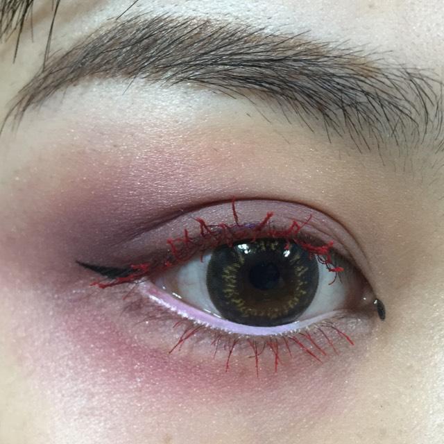 下の粘膜にホワイトをいれます。  目が大きく見えます。