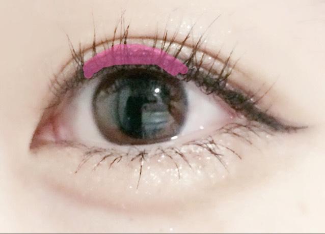 アイラインはピンクの線の部分を少し丸めに描くと目が大きく見えますよ(・∀・)!
