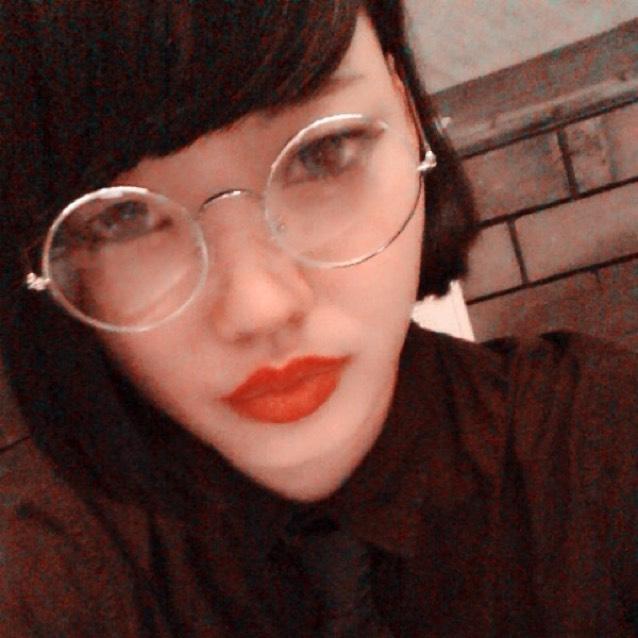 丸メガネな私。