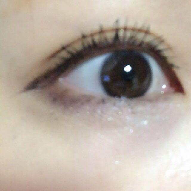 .下瞼にピンクの100均のキラキラ .目尻はお手持ちのブラウンシャドウ