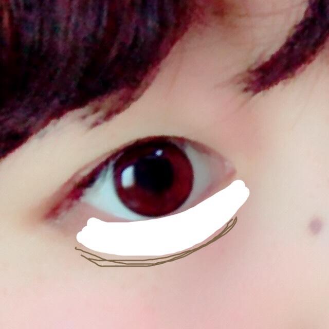 白のアイブロウで、涙袋をつくります!濃い目に!
