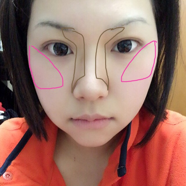 EXCELのノーズシャドウとセザンヌのチークを図の通り載せます。鼻はやり過ぎるとキモイです。チークは頬の高いところを意識して三角形に。オカメインコはだめ( ´-` )