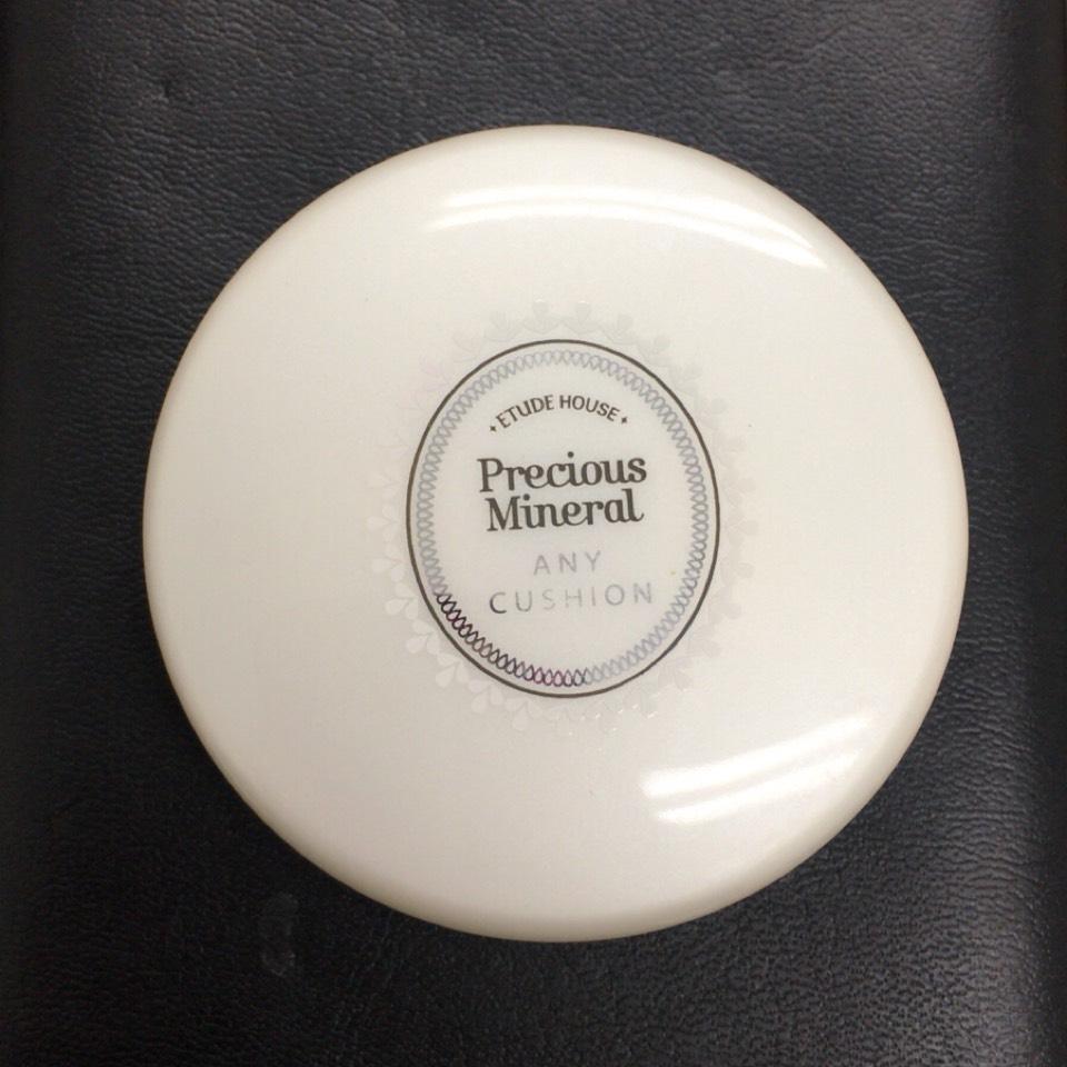 エチュードハウス プレシャスミネラル エニークッション #W13  エニークッションはほんまに潤いが凄いから、乾燥してる時によく使います(^ ^) そしたら時間が経っても粉吹きとかせんくなった!