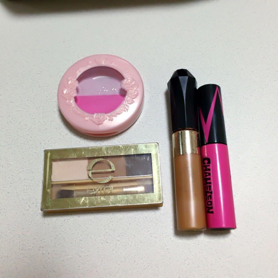 髪色に合わせてまゆげもつこしピンクをついれました!眉マスカラは先に茶色ぬって上からピンクです!