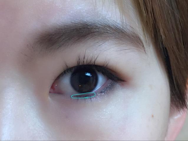 カラコンはしないので黒目を大きく見せるために粘膜に無印良品のリキッドアイライナーで黒く引きます。 ☆これだけで目の大きさがだいぶ変わるよ!!