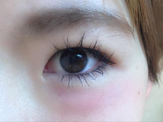 目の下チークにはまってるので目の下にチークを。 ポイントは涙袋が私は全然ないので涙袋があるべきところにはチークはのせないってことです。