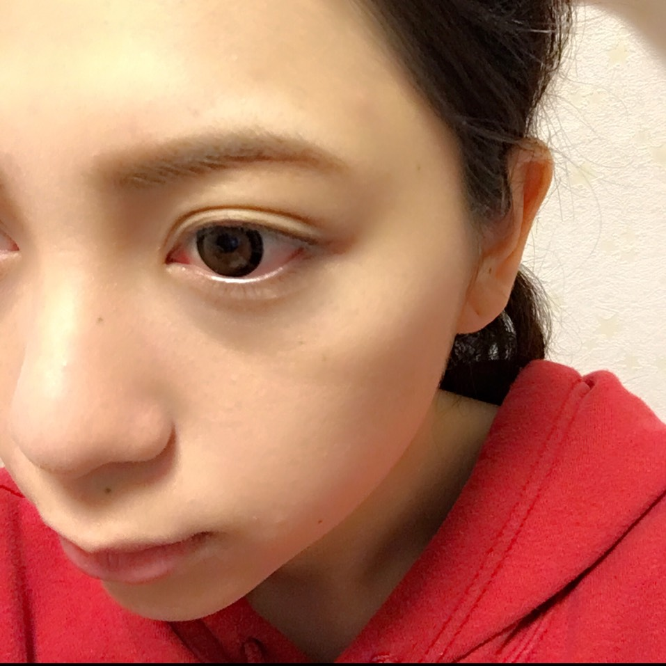 眉毛をコンシーラーで色味を消してから、KATEのアイブロウパウダーの1番薄い色で描いて、眉マスカラをします なるべく色味を消すイメージで  ノーズシャドウもこのときにします