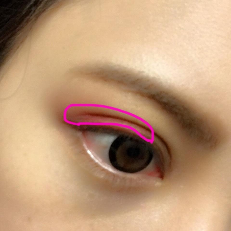 SUGAOのクリームチークをアイシャドウとして使います 目を閉じた状態の写真撮るの忘れました...笑