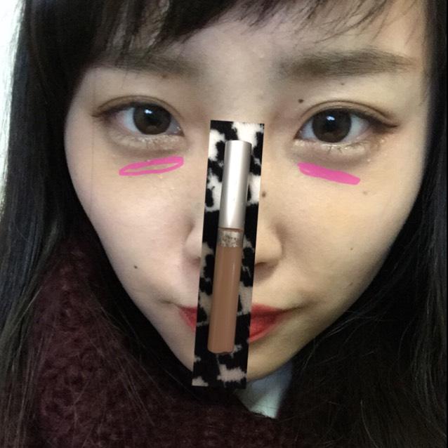 コンシーラーを目の下にぬります! 写真のようにした後、手でのばしますo(^▽^)o
