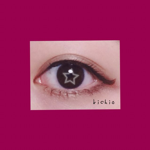 マスカラはブラックで特に下まつげ重視  束を作る感じで   目の下を濃くすることでハーフ系デカ目に 多少濃くても がんばってる感が出にくいのもポイント  目はこんな感じ♥︎