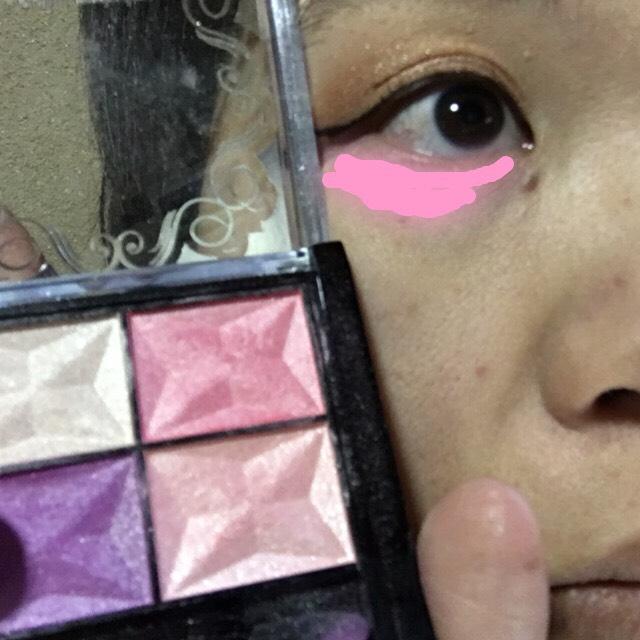 最後に可愛いかなさを プラスにピンクアイシャドウを 下のまぶたに塗って完成です