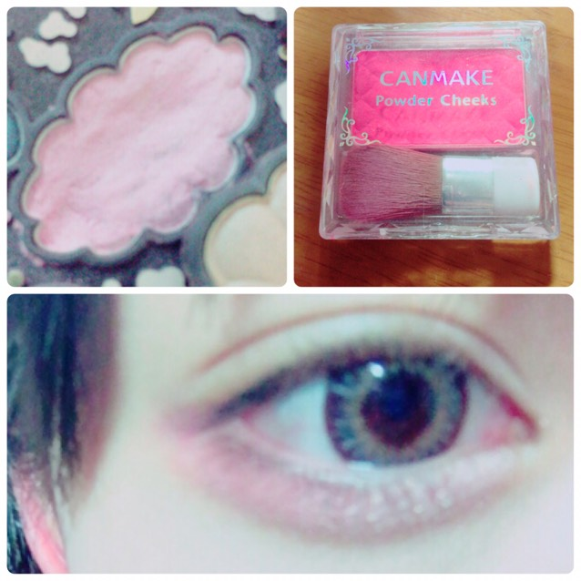 涙袋の影を書いて、まず左の薄いピンクを全体につけて、右の濃いチークを目尻らへんにつける。