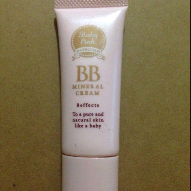 ニベアで保湿してからベビーピンクのBBクリーム01をぬります お肌はこれだけです