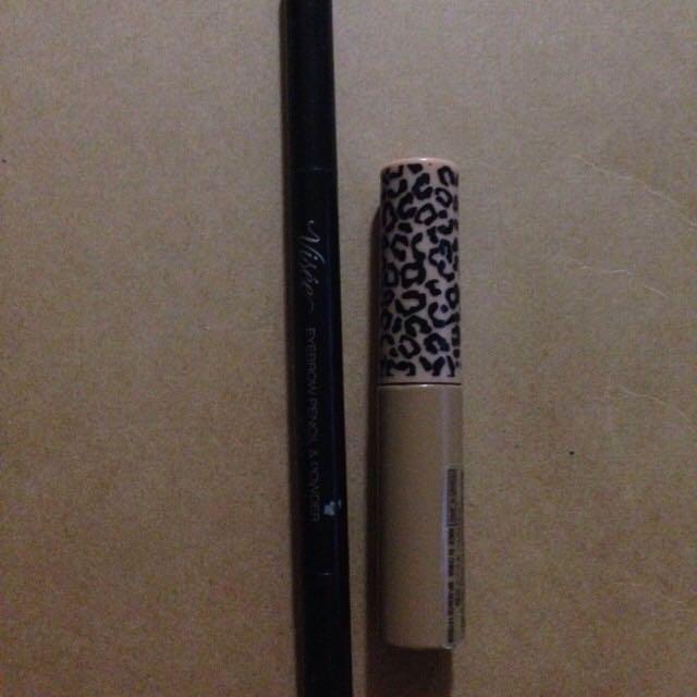 ヴィセのアイブロウペンシルで足りない部分を書いたあと、眉マスカラで眉毛を染めますはやりの平行気味で!