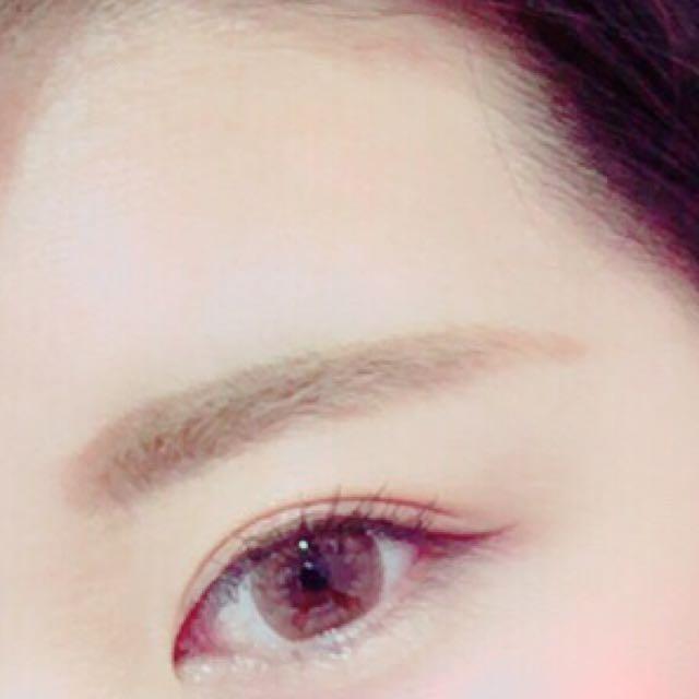 ①ペンシルで 眉毛の形をかく! ②眉マスカラで 色を整える! ③パウダーでぼかす!