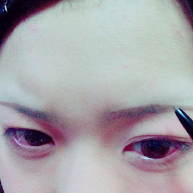 次に眉毛を書きます! 細く長くが好きです\(^o^)/