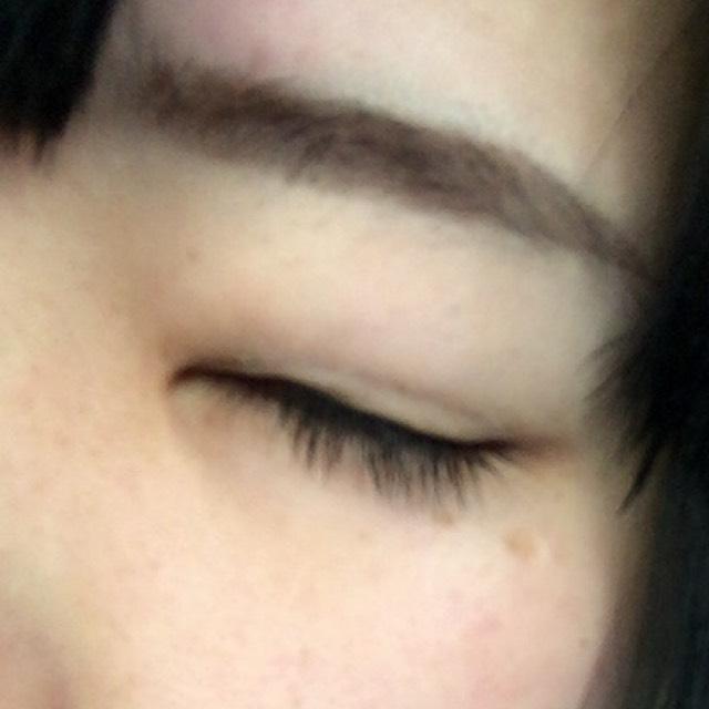 目を閉じると引き攣ってるのがわかっちゃいます(´・ω・`)アイシャドウで上からカバーすれば◎!
