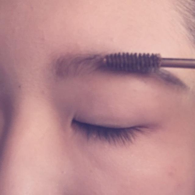 ④の眉マスカラで自然さを作り