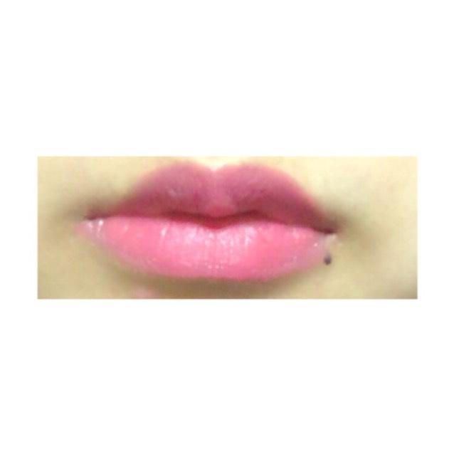 口紅は、(セザンヌ ラスティング リップカラーN 206)を唇全体に塗ります