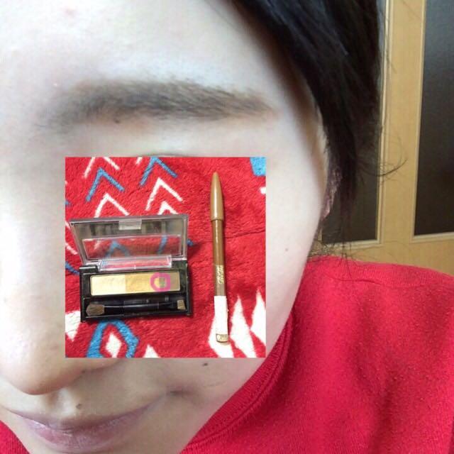 ペンシルで平行眉を意識して枠を描いて、その中をパウダーで塗りつぶす感じで眉を描きます!  枠が濃すぎたときは綿棒で薄くする☆