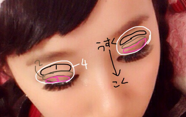 図のように、4のシャドウを目の全体にのせ、1のラメを眉毛と目の間に。そして2→3の順でグラデーションにするようにします。