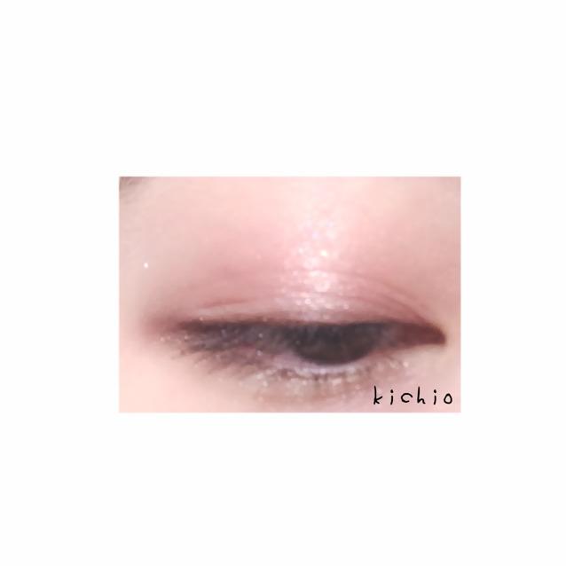 最後に1を瞼の真ん中多めに散らすとキラキラでかわいい  こんな感じ  マスカラは下地のみかブラウンを薄く